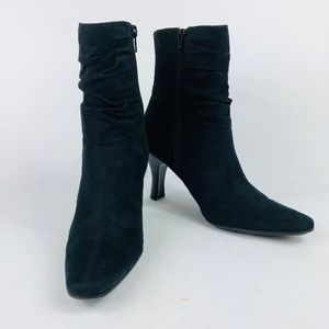 Bass Georgie Black fuax suede rouged Booties